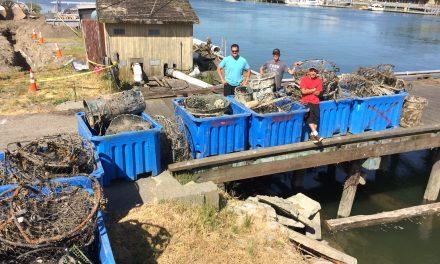 Swinomish Divers Retrieve Marine Debris